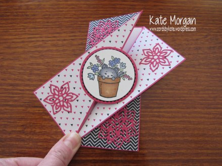 Pretty Kitty Diagonal Side Fold card, Pop of Pink, Flourish Thinlits, DIY, #stampinup @cardsbykate